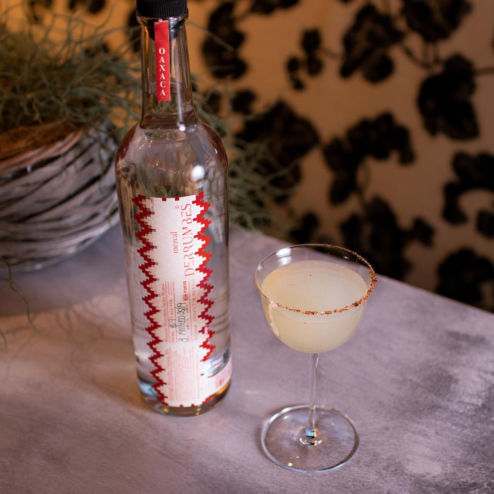 9. Margarita de piña con mezcal